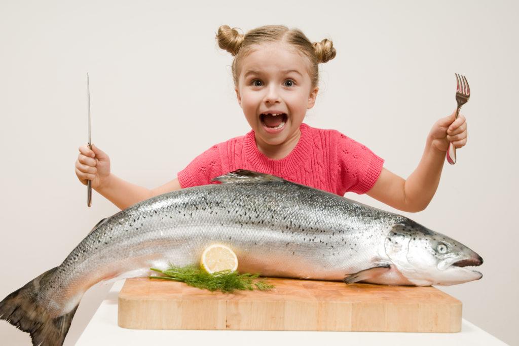 Barn og fisk